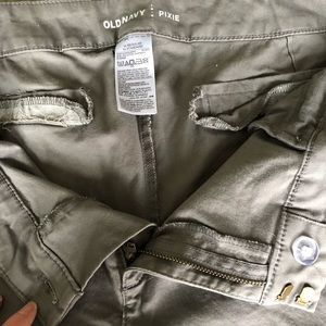 Old Navy Pants - Grey Pixie Chinos